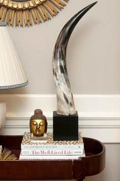 Horn, ein natürliches Styling-Element, mit dem man eine schöne Höhe kreieren kann.