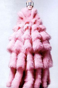 Sarah Burton for McQueen Kati Nescher by David Sims (The New Normal - Vogue US July 6 David Sims, Fashion Art, Editorial Fashion, Fashion Design, Pink Fashion, Dress Fashion, Bad Fashion, Vogue Editorial, Fashion Details