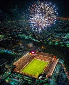 "drones.arg en Instagram: ""Primera ronda de la Libertadores del Rojo contra River Plate! 💥"" Sports Stadium, Football Wallpaper, Football Stadiums, Arsenal Fc, Fc Barcelona, City Photo, Fair Grounds, Around The Worlds, Art Deco"