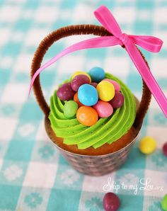 Easter basket cupcake with jelly beans With free printable basket cupcake wrapper !