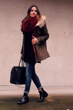 Green parka + big scarf + jeans + booties
