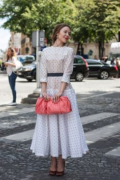 """styliste-belle: """" topshop: """" A spotty dress complemented by a ladylike clutch makes Uliana Sergienko look like the perfect pin-up. """" I adore her style! Style Année 70, Style Retro, Vintage Style, Modest Fashion, Fashion Dresses, Modest Dresses, Summer Dresses, Russian Fashion, Fashion Over 40"""