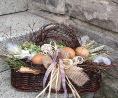 Přírodní jarní košíík... Eastern Holiday, Decor Crafts, Diy And Crafts, Easter Crafts, Dried Flowers, Flower Decorations, Grapevine Wreath, Bellisima, Floral