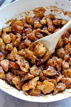 Easy Sesame Chicken Recipe - battered chicken fried in a pan and coated with sesame sauce. Sesame Chicken Sauce, Healthy Sesame Chicken, Teriyaki Chicken And Rice, Chicken Rice Bowls, Sauce For Chicken, Sesame Sauce, Asian Chicken, Easy Chicken Recipes, Asian Recipes