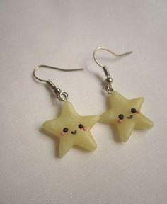 Orecchini con stelle in cernit realizzati interamente a mano.