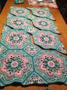 Crochê Flores Galeria do Projeto para o teste Padrão do Cobertor da Telha Persa - / Crochted Flowers Project Gallery for Persian Tile Blanket Pattern -