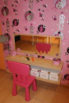 Un tocador para jugar y crecer. ¡Hacerlo es muy fácil! Baby Bedroom, Girls Bedroom, Bedroom Ideas, Dramatic Play Themes, Sister Room, Home Decoracion, Cardboard Toys, Wall Decor, Room Decor