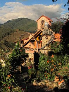 Montesuenos, Vilcabamba, Ecuador  A dream home for the unconventional.