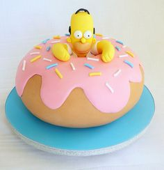 look at this Homer Simpson Donut Cake, it's really wonderful & I think it's… Mini Doughnuts, Doughnut Cake, Cakes To Make, Fancy Cakes, Delicious Cake Recipes, Yummy Cakes, Cupcakes, Cupcake Cakes, Bolo Simpsons