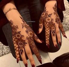 Explore latest Mehndi Designs images in 2019 on Happy Shappy. Mehendi design is also known as the heena design or henna patterns worldwide. We are here with the best mehndi designs images from worldwide. Henna Hand Designs, Dulhan Mehndi Designs, Pretty Henna Designs, Mehndi Designs Finger, Henna Tattoo Designs Simple, Floral Henna Designs, Latest Bridal Mehndi Designs, Mehndi Design Pictures, Mehndi Designs For Girls