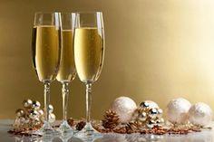 """Há um ditado que diz: """"cada vez que um homem ri aumenta alguns dias de sua vida. Que esse ano tenha muito mais que 365 dias! Feliz Ano Novo!"""