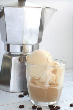 Affogato al caffe. Recipe: few scoops of the best vanilla ice cream, poor over freshly made espresso and serve immediately. I Love Coffee, Coffee Break, Coffee Shop, Coffee Ice Cream, Vanilla Ice Cream, Cafe Rico, Le Cacao, Best Espresso, Espresso Shot