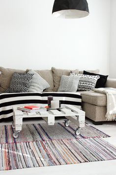 pillows, black with neutral colours // Sort of pink.: Rug issues. // #livingroom