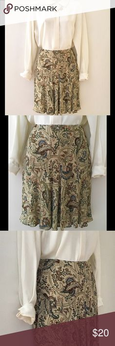 """THIS """" BANANA REPUBLIC"""" SKIRT SPELLS FUN! SZ 4 💞 Fun and flirty is what this Banana Republic skirt is all about. Throw on some strappy sandals, and a cami, you'll be ready for the office. Happy hour beckons after a full day's work. You're ready! Size 4 26""""- Waist, 18""""- Length Rayon Banana Republic Skirts"""