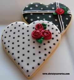 Find best ideas / inspiration for Valentine's day cookies. Get the best Heart shaped Sugar cookies for Valentine's day & royal icing decorating ideas here. Fancy Cookies, Iced Cookies, Cute Cookies, Cookies Et Biscuits, Cupcake Cookies, Sugar Cookies, Cookie Favors, Flower Cookies, Easter Cookies