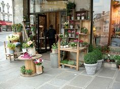"""FLORISTERIA - Love the """"spool"""" table and rustic, simple decor. This could be in your window and extend a bit outdoors? Garden Shop, Home And Garden, Flower Shop Design, Coffee Flower, Spool Tables, French Flowers, Rustic Flowers, Flower Market, Flower Shops"""