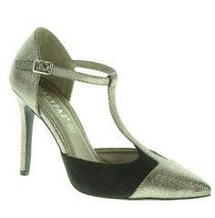 Este maravilloso stileto le dará un toque chic al look de tacón alto y tira en el tobillo, de Marypaz (9,95€),