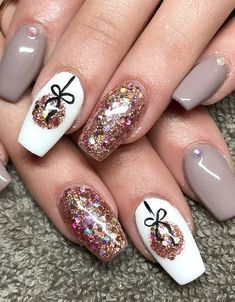 Winter Nail Art Designs Pictures 68 trendy nail art designs to inspire your winter mood Winter Nail Art Designs. Here is Winter Nail Art Designs Pictures for you. Winter Nail Art Designs 68 trendy nail art designs to inspire your winter m. Christmas Nail Polish, Cute Christmas Nails, Christmas Nail Art Designs, Xmas Nails, New Year's Nails, Holiday Nails, Red Nails, Hair And Nails, Christmas Design