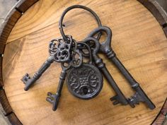 Cast Iron Decorative Key Ring with 4 different sized keys and lock. Decorative only: the lock and keys are not functional. Great gift for key lovers! Key Tattoos, Ring Tattoos, Antique Keys, Vintage Keys, Key Tattoo Designs, Key Wall Decor, Cast Iron, It Cast, Key Lock