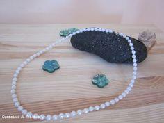 Collana girocollo con perle bianche