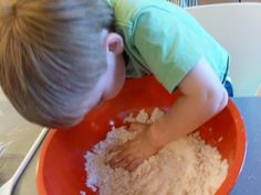 Flour + Baby Oil = Cloud Dough Use veg. oil instead of baby oil Craft Activities For Kids, Preschool Crafts, Toddler Activities, Projects For Kids, Diy For Kids, Crafts For Kids, Craft Ideas, Stem Projects, Indoor Activities