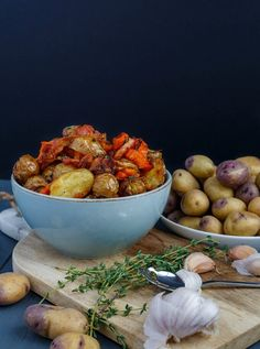 Easy, flavourful, and oh so tasty, these roasted bacon thyme potatoes are perfect this holiday season (or just on their own any time of the year! Company Potatoes, Roasted Bacon, Easy Potato Recipes, Little Potatoes, Potato Side Dishes, Lunches And Dinners, Soup And Salad, Writer, Dinner Recipes