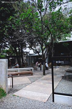 secondfloor yellow submarine coffee tank thailand khao yai designboom Outdoor Cafe, Outdoor Restaurant, Cafe Restaurant, Restaurant Design, Cafe Shop Design, Coffee Shop Interior Design, Kiosk Design, Cafe Exterior, Small Coffee Shop