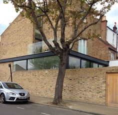 Very nice wraparound extension with high level glazing. Wraparound Extension, Side Extension, Glass Extension, House Extension Design, Extension Designs, Extension Ideas, Orangery Extension, House Extensions, Kitchen Extensions