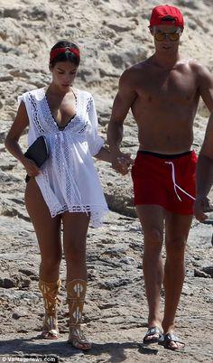 Cristiano Ronaldo confirms Georgina Rodriguez is pregnant Cristiano Ronaldo Girlfriend, Cristiano Ronaldo Junior, Christano Ronaldo, Ronaldo Football, Bra And Underwear Sets, Soccer Memes, Super Sport, Celebrity Couples, Jeans Style