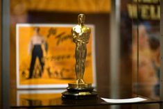 10 фактов о премии «Оскар», о которых вы не знали - 7sisters.ru - все, что хочет знать современная женщина! Oscars, Martin Scorsese, Incense, Candle Holders, Table Lamp, Candles, House, Anime Girl Drawings, Statues