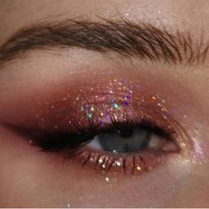 Does anyone know what eyeshadow this would be? Or if it's even eyeshadow or just photoshop. Does anyone know what eyeshadow this would be? Or if it's even eyeshadow or just photoshop. Edgy Makeup, Makeup Eye Looks, Eye Makeup Art, Pink Makeup, Cute Makeup, Makeup Goals, Pretty Makeup, Makeup Inspo, Eyeshadow Makeup