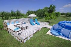 The Backyard Lounge/Party Terrace You Need for Your 2016 Summer Pallet Terraces & Pallet Patios