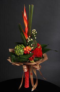55 trendy flowers arrangements ideas tropical - Image 23 of 25 Tropical Flower Arrangements, Beautiful Flower Arrangements, Tropical Flowers, Green Flowers, Deco Floral, Arte Floral, Floral Design, Ikebana, Floral Bouquets