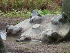 Mégalithes en Indonésie: Sulawesi : vallée Besoa (Boe, Pokekea)