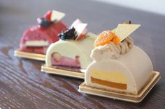 If I understand the katakana correctly, from front to back, it's Buschette Marron, Sicilian, and Rouge. I love the colors and clean lines in the marron cake, as well as the colors of the rouge cake. [From Patisserie Plaisir]