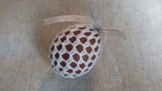 Jak zrobić koszulkę na jajko - Wzór 1 - Szydełko Easter Crochet Patterns, Crochet Motif, Knitting Patterns, Knit Crochet, Easter Videos, Macrame Knots, Easter Crafts, Happy Easter, Easter Eggs