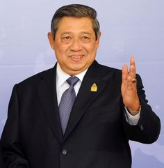 Kharisma dan pengaruhnya masih diakui di dalam dan luar negeri. Setelah tak menjabat  Presiden RI, dunia meminta Dr. Susilo Bambang Yudhoyono (SBY) menjadi  Presiden Global Green Growth Institute (GGGI). Sejumlah forum internasional dan kampus di dalam dan luar negeri  rajin mengundangnya sebagai pembicara dan dosen tamu. - See more at: http://www.mensobsession.com/article/detail/1080/71-tokoh-berpengaruh-2016#sthash.s1lc90vF.dpuf