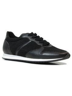Classic trainers black