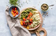As far as healthy eating plans go, the Mediterranean diet is the gold standard in many experts' eyes. Its benefits are extensive and backed by years of research, it's not overly restrictive, and it's … Plats Quinoa, Tortas Light, Best Muscle Building Foods, Quinoa Dishes, Quinoa Bowl, Quinoa Salad, Nutrition, Eating Plans, Diet Plans
