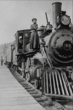 Popping in during my brief hiatus for a quick post! I couldn't resist sharing this image of a woman standing atop a huge steam locomotive! Locomotive Diesel, Steam Locomotive, Old Steam Train, Bonde, Train Art, Old Trains, Train Engines, Steam Engine, Train Tracks