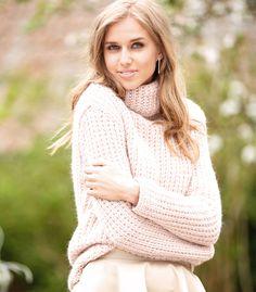 Розовый свитер с воротником гольф S - XL