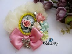 Candice Brooch Size : 8 x 9 cm Colours : Pastel Materials : Satin flowers, lace and beads. Floral Embroidery Patterns, Hand Embroidery Tutorial, Flower Embroidery, Satin Flowers, Ribbon Flower, Brooches Handmade, Satin Stitch, Cotton Twill Fabric, Craft Patterns