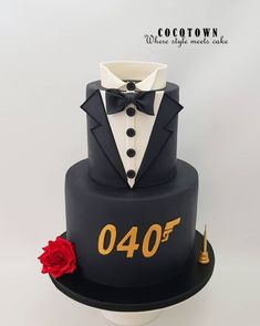 This snazzy James Bond Birthday Cake was made by COCOTOWN Designer Cake. This is a two layer cake. The top layer of the cake is a tuxedo. 70th Birthday Cake For Men, 40th Birthday Themes, 40th Cake, 40th Birthday Decorations, 17th Birthday, James Bond Cake, James Bond Party, Birthday Cake Illustration, Cakes For Men