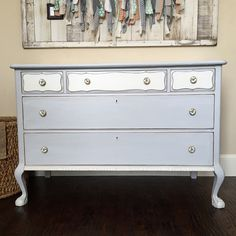 General Finishes Seagull grey and Antique white. Painted by @jaimea4