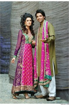 Very appealing combination of pink and green. A great mehndi attire