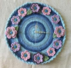 Not only one, we have 20 DIY crochet clock patterns, revealing how gorgeously you can dress up your old and boring clocks to look truly one of a kind and enha Crochet Diy, Crochet Mouse, Love Crochet, Crochet Gifts, Crochet Doilies, Crochet Flowers, Knitting Club, Square Patterns, Yarn Colors