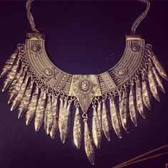 Metal statment necklace