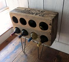 Old soup crate turned into a rustic wine bottle storage rack ( diy ) Vintage Wood Crates, Old Crates, Wooden Crates, Wine Crates, Cool Wine Racks, Rustic Wine Racks, Cageots Vintage, Homemade Wine Rack, Wine Rack Design