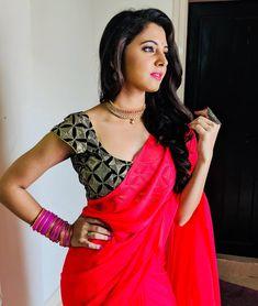 Beautiful Saree, Beautiful Indian Actress, Red Saree, Sari, Senior Girl Poses, Stylish Girl Pic, Girl Photography Poses, Indian Beauty Saree, India Beauty