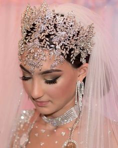 Dramatic custom designed crystal faceframer headpiece by Bridal Styles Boutique for this gorgeous bride! Headpiece Wedding, Wedding Veils, Bridal Headpieces, Wedding Car, Wedding Accessories For Bride, Bridal Accessories, Bridal Crown, Bridal Hair, Hair Jewelry